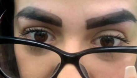 Неудачное окрашивание бровей довело женщину до слёз