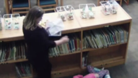Несдержанная учительница пнула маленькую девочку
