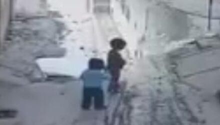 Малыш, чуть не утонувший в люке, был спасён