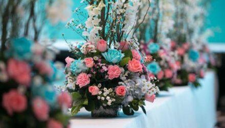 Чтобы украсить свадьбу цветами, невеста украла их из сада соседки