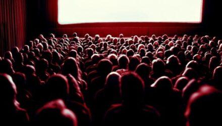 Просмотр любимого фильма в кинотеатре закончился для фанатки госпитализацией