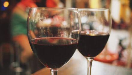 Объявив себя последователем Бахуса, заключённый потребовал подавать ему вино