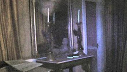 Исследователю удалось сфотографировать призрак в старом поместье