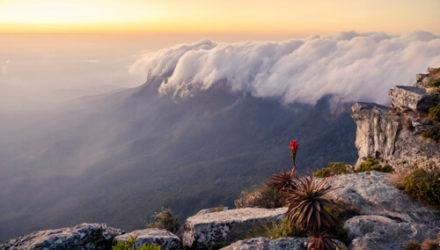 Завораживающие облака, похожие на цунами, поразили фотографа