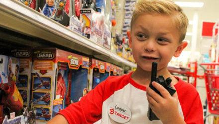 Юному имениннику на один день позволили стать сотрудником любимого магазина