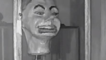 Кукольная голова, которая самостоятельно открывает глаза и рот, напугала коллекционера