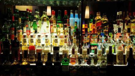 Открылся бар, в который пускают только одиночек