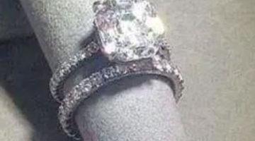 Драгоценное кольцо надели на скандально выглядящую подставку