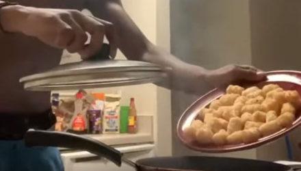Пытаясь приготовить еду, повар чуть не спалил всю кухню