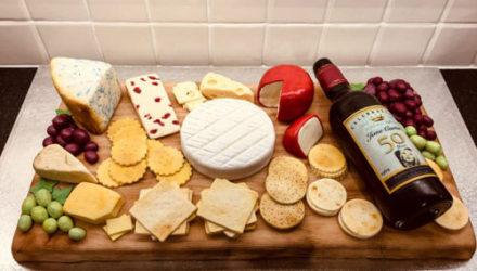Сырная тарелка на вечеринке была не закуской, а сладким угощением