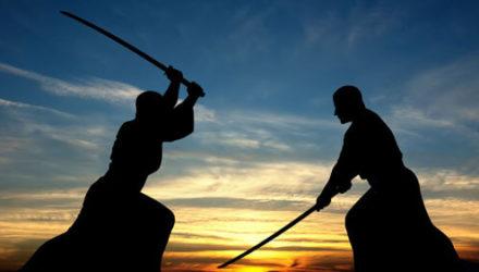 Обиженный супруг просит разрешения подраться с бывшей женой на самурайских мечах