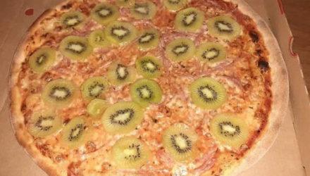 Пицца, украшенная кусочками киви, вызвала бурную дискуссию в соцсетях