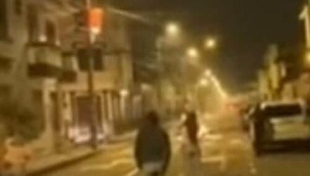 Замаскированный НЛО отбросил тень на толпу очевидцев