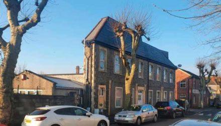 В Бристоле находится один из самых странных домов. Кажется, что он очень узкий и в нем невозможно жить