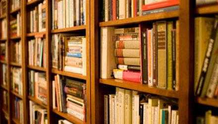 Библиотекари просят людей не разогревать книги в микроволновке