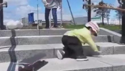 Падения не заставили юного трюкача разлюбить скейтборд