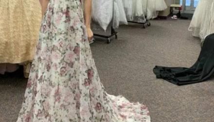 Невеста предложила подруге деньги за отказ от слишком красивого платья