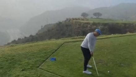 Неловкому гольфисту придётся раскошелиться на новую клюшку