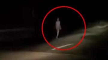 Странный инопланетянин прогулялся по дороге