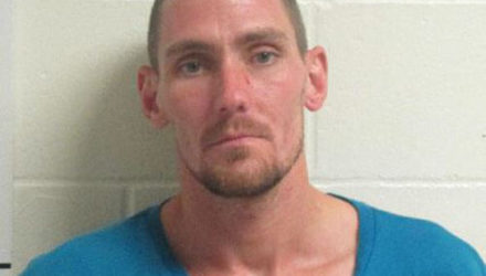 Мужчина, обвиняемый в краже, усугубил свою вину фальшивыми деньгами